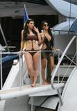 Kim Kardashian upskirt Foto 421 ( Фото 421)