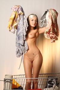 http://img162.imagevenue.com/loc207/th_000212484_tduid300163_MetArt_Entita_Alyssa_A_high_0102_123_207lo.jpg