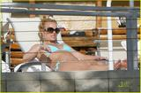 Britney Spears In a blue bikini at a pool in Miami 03/09/09 Foto 1352 (Бритни Спирс В голубом бикини в бассейне в Майами 03/09/09 Фото 1352)