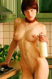 Девушки и молоко....