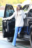 th_63028_Preppie_Kendall_and_Kylie_Jenner_shopping_in_Calabasas_12_122_47lo.jpg