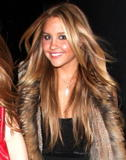 Amanda Bynes - HOTTT - Legs & Smiles in tiny Miniskirt at Guys Nightclub - 2/7/09 - 4 HOT Pics