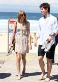 Тайлор Свифт, фото 12227. Taylor Swift Bondi Beach after breakfast at Bill Darlinghurst in Sydney - 08.03.2012, foto 12227