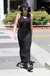 http://img162.imagevenue.com/loc66/th_970835497_rose_mcgowan_see_thru_and_pokies_while_out_and_about_in_beverly_hills_02_123_66lo.jpg