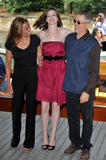 http://img162.imagevenue.com/loc834/th_43605_Anne_Hathaway_arrives_at_the_Excelsior_Hotel_Venice-37_122_834lo.jpg