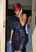 th_14568_RihannaleavingAGOrestaurantinLA19.7.2010_10_122_84lo.jpg