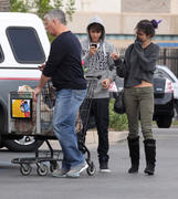 th 86225 Gomezlq10 123 91lo Selena Gomez   grocery shopping in Encino 01/14/12